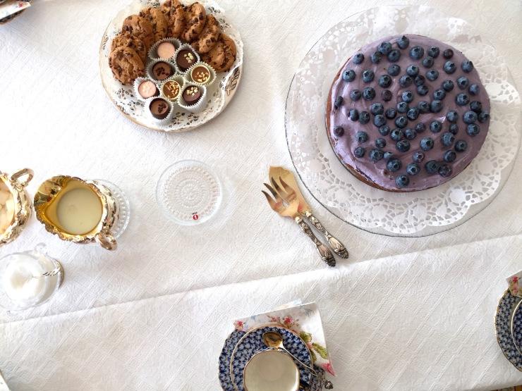 vegaaninen-ja-gluteeniton-mustikkasuklaakakku
